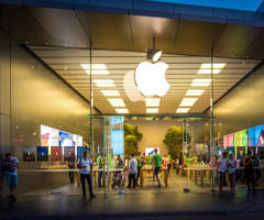 Apple снова навершине продаж смартфонов