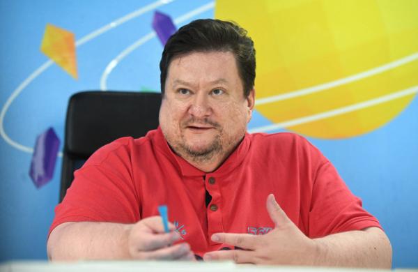 «Чтобы понять, чтотакое бизнес, заплатите сотрудникам сосвоей кредитки»,— интервью сДмитрием Комиссаровым