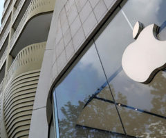 Apple рекордно заработал