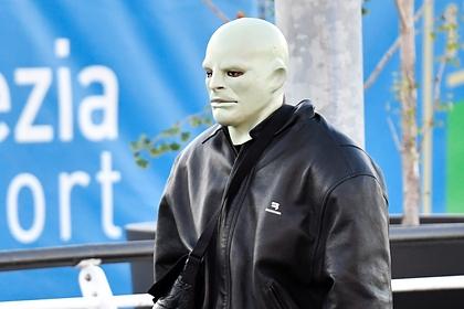 Канье Уэст появился вгородах Европы вжутких масках ииспугал фанатов